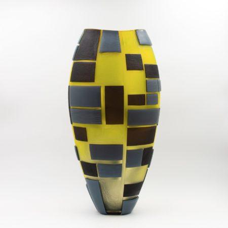 Grand vase en verre soufflé et sculpté multicouche Guggisberg & Baldwin