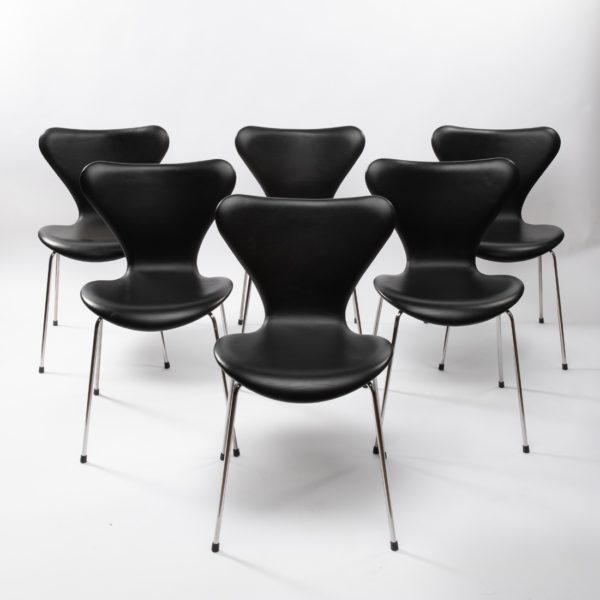 Set of 6 chairs by Arne Jacobsen - img06