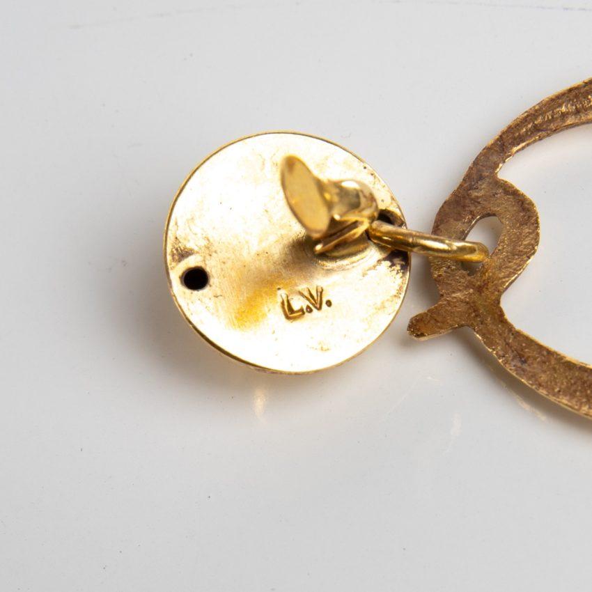O comme oreille - paire de boucles d'oreilles en bronze doré par Line Vautrin - 02