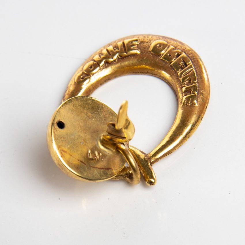 O comme oreille - paire de boucles d'oreilles en bronze doré par Line Vautrin - 01