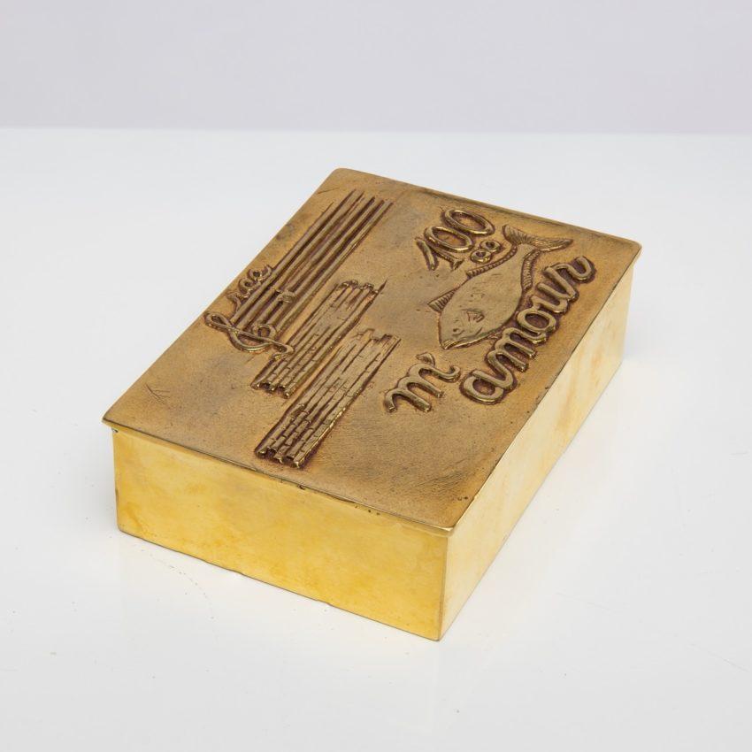 La source murmure sans fin même ton Amour by Line Vautrin - gilded bronze box - France - 08