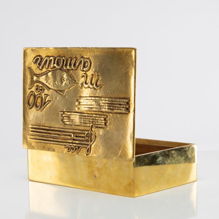 La source murmure sans fin même ton Amour by Line Vautrin - gilded bronze box - France - 05