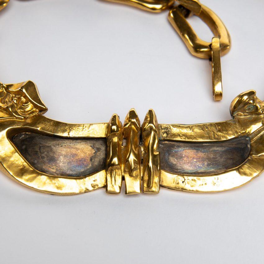 Le gendarme et le voleur by Line Vautrin - gilded bronze necklace - France - 03