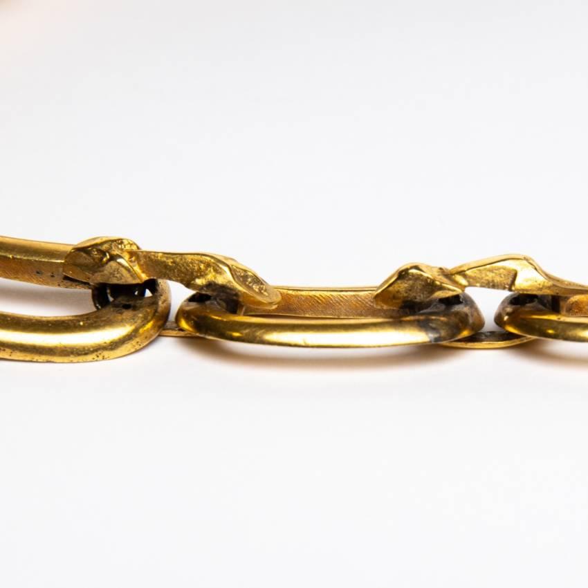 Le gendarme et le voleur by Line Vautrin - gilded bronze necklace - France - 06
