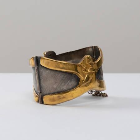 Le gendarme et le voleur armband by Line Vautrin - 10